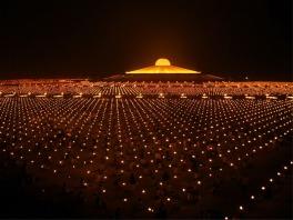 Templo Dhammakaya, na Tailândia. Fonte: http://www.dhammakayanorway.org