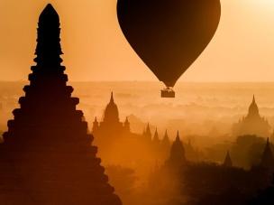 Nascer do sol no Reino de Pagan, em Myanmar. Foto: Andy Ferrington