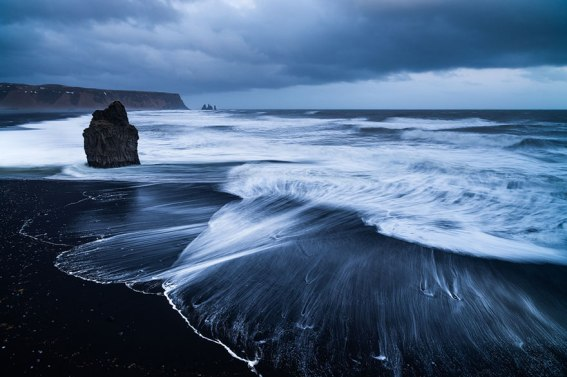Black Sand Beach, localizada ao sul da Islândia, perto da cidade de Vik. Imagem: Stephan Amm