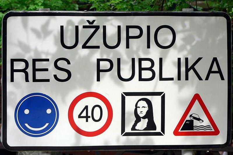 800px-Lithuania_Vilnius_Užupis_sign