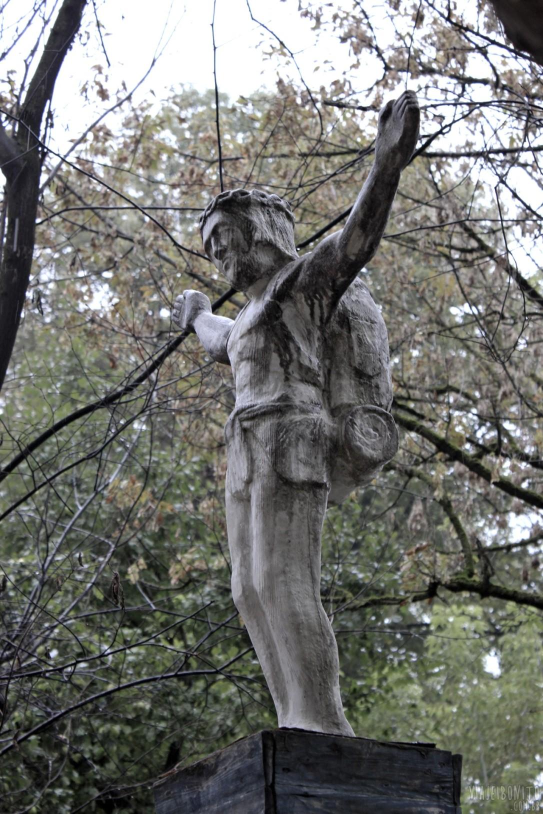 vilnius-lituania-estatua-jesus-mochileiro